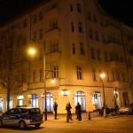 Scheiben an Santander Bank zerstört