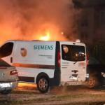 Firmenwagen von Siemens, Telekom und WISAG brennen