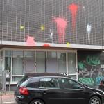 Farbe und Steine gegen SPD-Büro