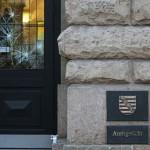 Spontandemo: Steine gegen Amtsgericht