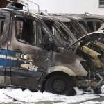 Sechs Polizeiwagen abgefackelt