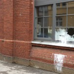 Farbe und Steine gegen Jobcenter