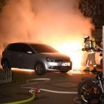 3 Autos von Immobilienfirma brennen