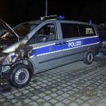 Drei Polizeiautos angezündet