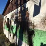 Farbe gegen zwei Veranstaltungsorte der AfD