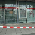 Scheiben an Ausländerbehörde zerstört