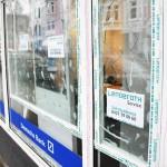 Farbe und Steine gegen Deutsche Bank