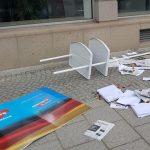 AfD-Stand zerlegt