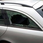 Scheiben an Auto von Peter Knoche (AfD) zerstört