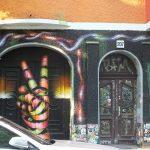 Farbe gegen Fantastic Foxhole Hostel