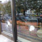 Scheiben bei Hotel Orania beschädigt