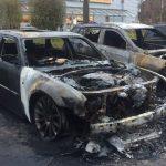 Vier Autos bei Jeep-Händler abgefackelt