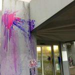 Farbe gegen geplantes Abschiebezentrum