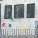 Farbflaschen gegen Türkische Botschaft