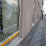 Steine und Farbe gegen Commerzbank