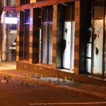 Bitumen und Steine gegen Polizeiwache