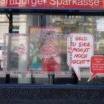Steine gegen Haspa-Filiale und Müllcontainer angezündet