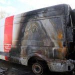 Fünf Dussmann-Transporter abgefackelt