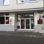 Farbe gegen AfD-Büro und Veranstaltungsort