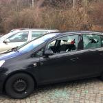 Auto von rechtem beschädigt