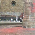Farbe gegen Bremer Dom und Bismarck-Denkmal