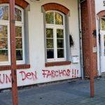 Farbe gegen Stadthaus vor AfD-Veranstaltung