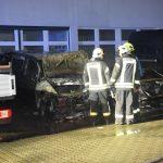 Zwei Autos bei Mercedes-Autohaus ausgebrannt