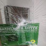 Steine gegen Büro von Stephan von Dassel (Grüne)