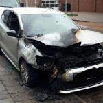 Auto von Nazi angezündet