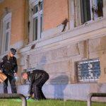 Farbe und Steine gegen Strafjustizgebäude