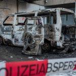 Nazi-Wahlkampfauto abgefackelt und Parteibüro beschädigt