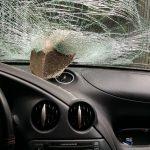 Auto vor Haus von Burschenschaft beschädigt