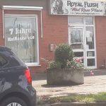 Steine gegen rechten Tattoo-Laden