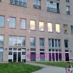 Steine und Farbe gegen Rechtsanwaltskanzlei