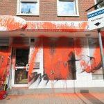 Farbe gegen Geschäft von Martin Schiller (AfD)