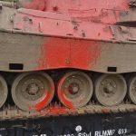 Farbe gegen Panzermuseum
