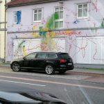 Farbe gegen Nazi-Immobilie
