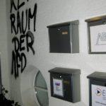Farbe und Bauschaum gegen AfD-Büro