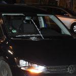 Zivilwagen der Polizei mit Steinen beworfen