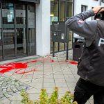 Farbe gegen Ausländerbehörde, Agentur für Arbeit und Bauernverband