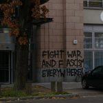 Steine gegen Thyssen Krupp-Büro