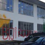 Farbe gegen Rheinmetall-Büro