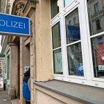 Scheiben an Polizeiwache eingeschlagen