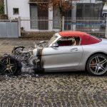 Zwei Luxus-Autos abgefackelt