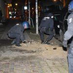 Steine gegen Polizei