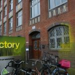 Farbe und kaputte Scheiben bei Start-Up Factory