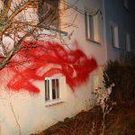 Farbe und Bauschaum gegen Wohnhaus von Ursula Rüdenauer (AfD)