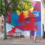Farbe gegen FDP-Bürohaus, Scheibe an Polizeiwache eingeworfen