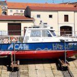 Boot der Wasserschutzpolizei besprüht