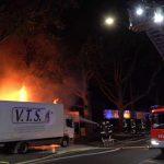 Veranstaltungstechnik vor rechtsoffener Kundgebung in Flammen